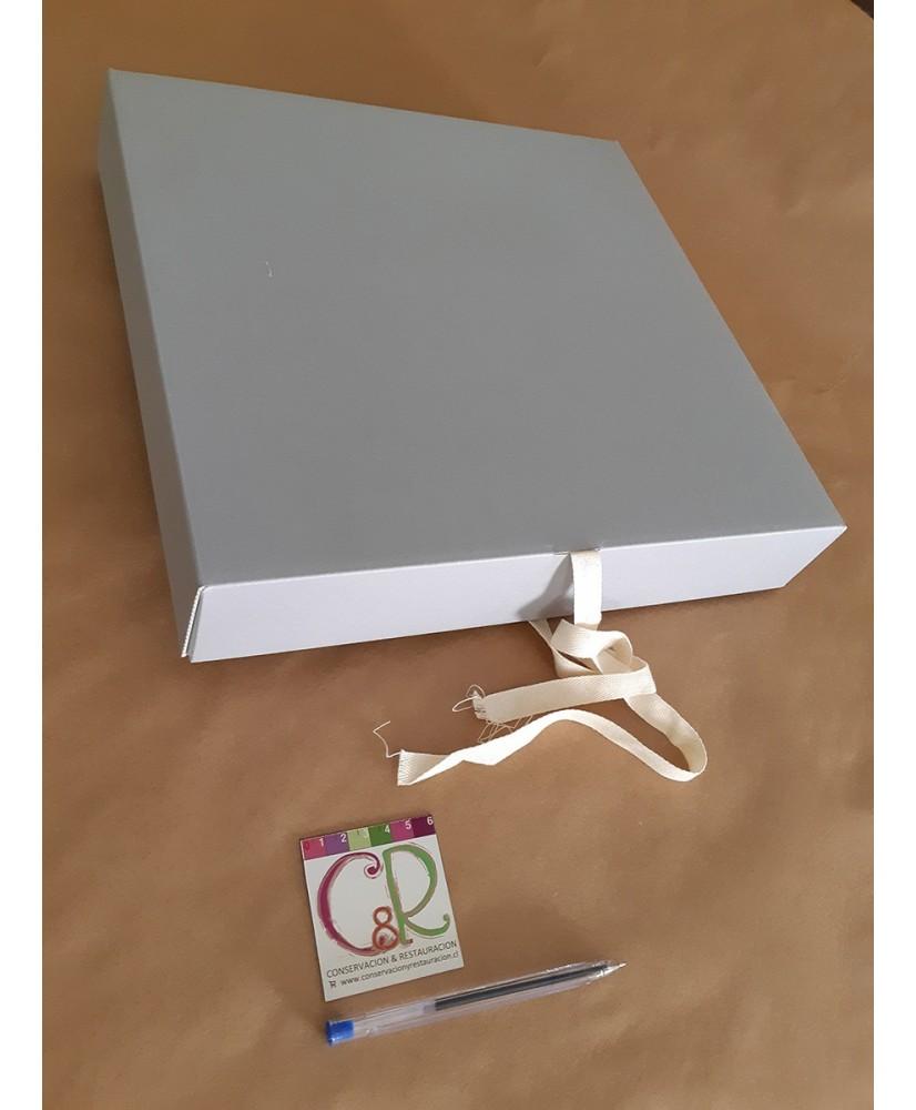 Caja para conservación de 4 anillas.